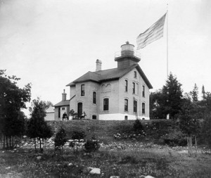 Image of undated Grand Traverse Lighthouse courtesy of United States Coast Guard, http://www.uscg.mil/history/weblighthouses/LHMI.asp.