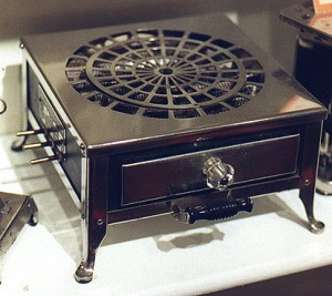 Cadillac Type C Combination Stove & Toaster, Circa 1911. Photo courtesy of toast2go.tripod.com.