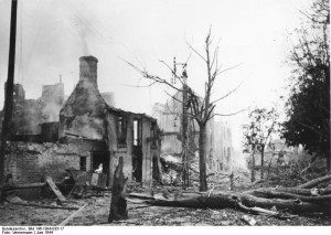 Image of St. Lo after conflict. Image made publicly available by the German Federal Archive, Bundesarchiv, Bild 146-1994-035-17 / Vennemann / CC-BY-SA [CC BY-SA 3.0 de (http://creativecommons.org/licenses/by-sa/3.0/de/deed.en)], via Wikimedia Commons.
