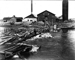 Hannah Lay sawmill on West Bay, undated. In 1905, West Bay was not the groomed property it is now, largely due to  the industrial mills that occupied the waterfront at the turn of the last century. Image courtesy of History Center of Traverse City.