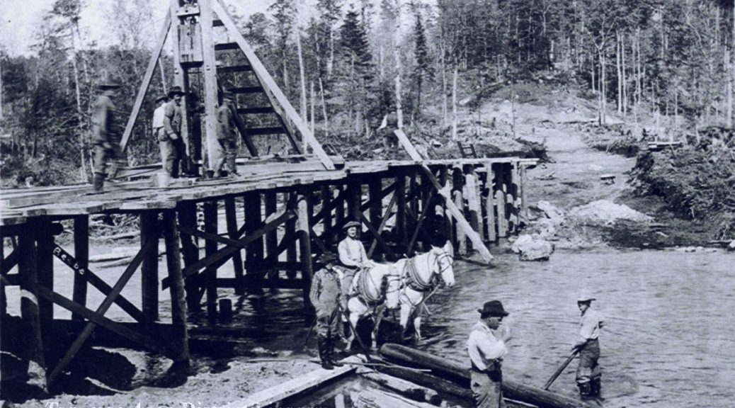 Gottfried Franke's crew building the Rugg Pond dam on the Rapid River in Kalkaska County. Image courtesy of Traverse Area District Library, 953.031910.13
